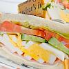 サンドイッチ。フルーツヨーグルト。コンソメスープ。
