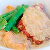 鮭とサツマイモのクリーム煮。大根とコーンのサラダ。パン。