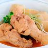 鶏肉と里芋の煮物。春雨とキュウリのサラダ。みそ汁。ご飯。