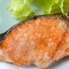 鮭のムニエル。粉ふきいも。コンソメスープ。ご飯。