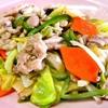 野菜炒め。みそ汁。ご飯。
