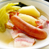 キャベツとソーセージのスープ煮。フルーツヨーグルト。パン。