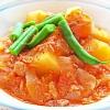 ツナとジャガイモのトマト煮。グリーンサラダ。ご飯。