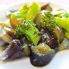 茄子とブロッコリーの味噌炒め。具沢山みそ汁。雑穀おにぎり。