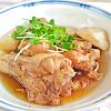 鶏肉と里芋の煮物。キュウリと春雨のサラダ。みそ汁。ご飯。