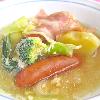 ソーセージと野菜のスープ。切り干し大根のサラダ。ご飯。アップルパイ。